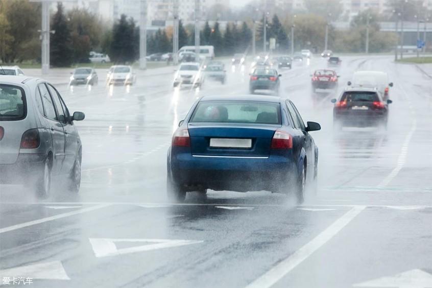 轮胎雨天性能