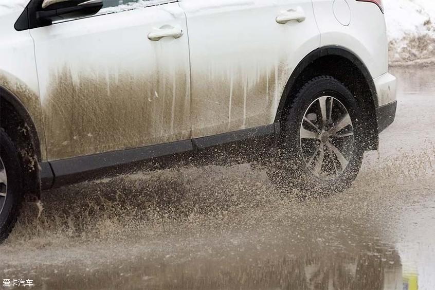 雨天对车漆的危害