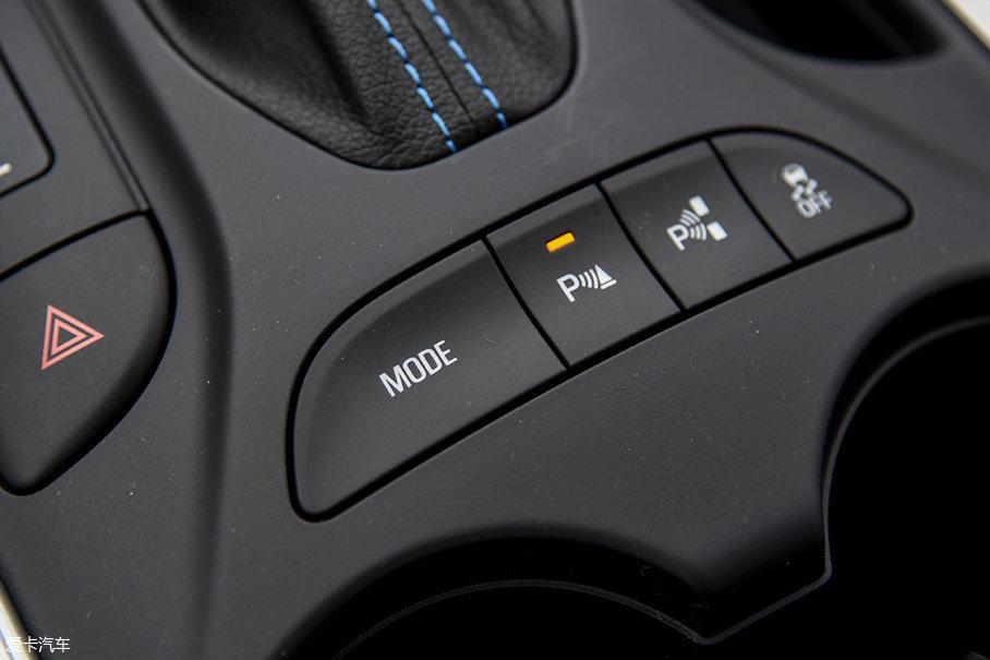 别克VELITE 5还有多种驾驶模式可以选择,在不同路况下选择适当的驾驶模式,有利于进一步提升燃油经济性。