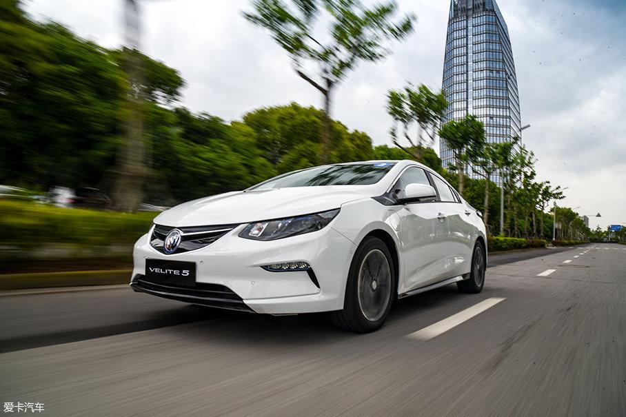"""平顺是别克VELITE 5的另一大特点。通用在混合动力技术上非常强调""""EVness""""的理念,即让混动车型像电动汽车一样平顺。"""
