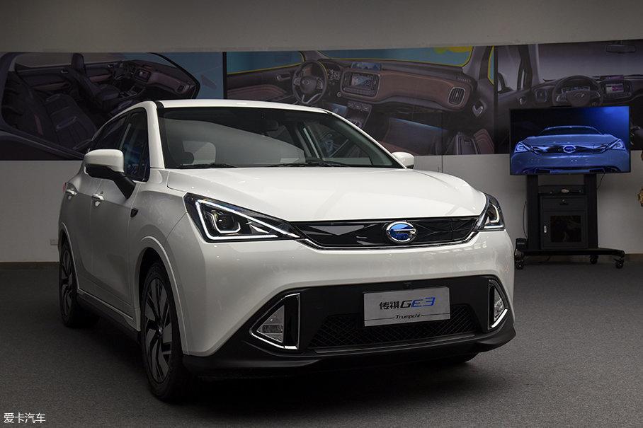 GE3是一款小型纯电动SUV,它最早亮相于今年年初的北美车展。广汽传祺官方近日公布了它的预售价格,预计在7月份上市。GE3智享版车型的预售价格为23.28万元,补贴后售价在18万元以内。