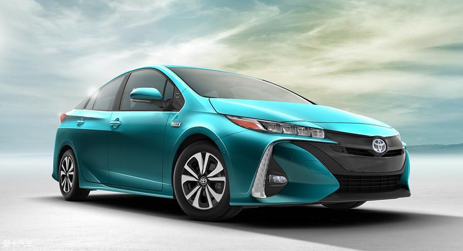 从第三代普锐斯开始,丰田开始在普锐斯的基础上推出插电式混合动力车型。在美国市场,基于第四代普锐斯开发的普锐斯Prime已经成为了销量排名前三的新能源车型。