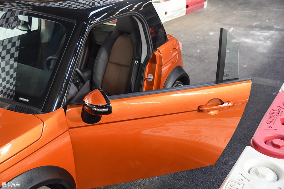 LITE采用了无框车门的设计,提升了颜值和档次感,另一方面对做工也提出了更高的要求。