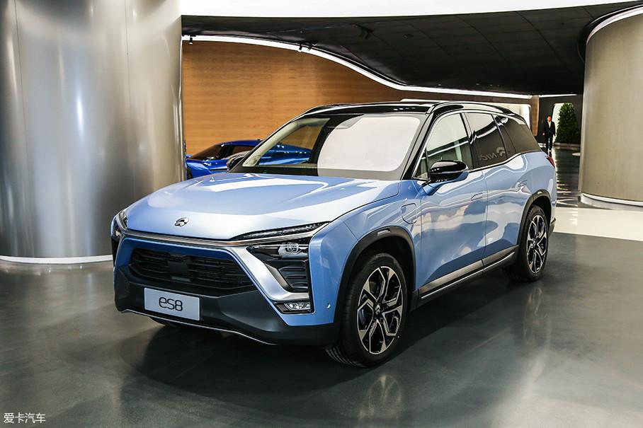 在众多新造车势力当中,蔚来是最受瞩目的一个。蔚来的新车ES8是一款七座纯电动SUV,它的定位较高,价格达到了44.8-54.8万元,远远超过中国品牌汽车的售价。