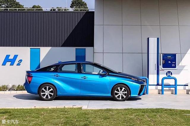 2017年10月,丰田开始启动氢燃料电池车Mirai在中国的实证实验。同时,丰田还在中国常熟建成了一座70MPa加氢站。