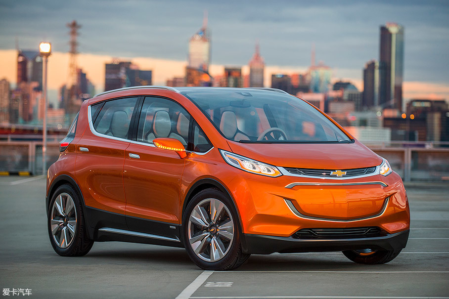 我们可以通过雪佛兰Bolt的成本来推算威马EX5的成本。雪佛兰Bolt是北美地区最畅销的纯电动汽车之一,它搭载了60kWh的电池。