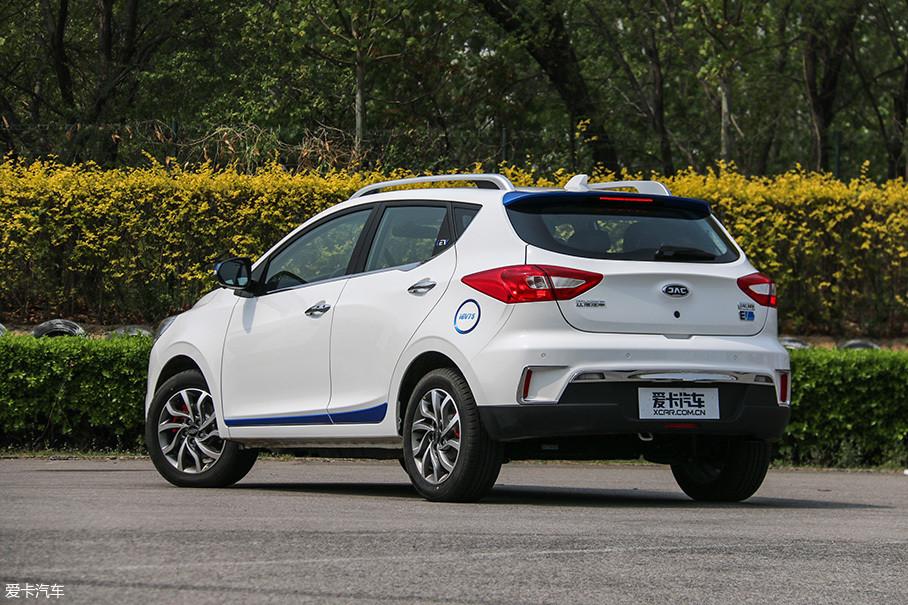 在10-15万这一价格区间的纯电动车型当中,应该选择小型SUV还是紧凑型三厢车?相信不少消费者都被这一问题所困扰。我们在接下来的测试当中也会重点关注这个问题。