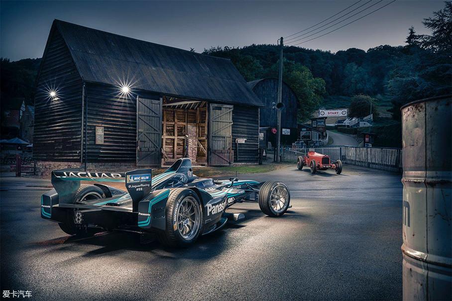 2016年,汽车工业电动化的趋势已经越来越明朗,捷豹在汽车运动领域的发展也进入了崭新的篇章。这一年,捷豹正式加入Formula E电动方程式锦标赛,成为了第一个参加该项赛事的豪华品牌。