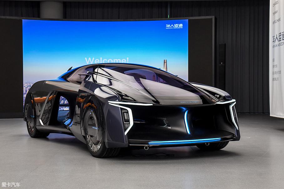 华人运通在发布会上推出了2款概念车,分别是Concept H Hypervelocity和Concept A Active-agility,它们都具有强烈的科幻色彩。