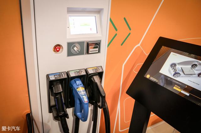 通常电动车的快充口走直流电,慢充口走交流电,而马牌的电动系统可以