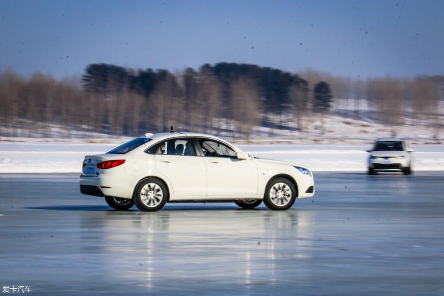 冷启动之后,车辆要在低温下进行加速和刹车测试,来收集车辆BMS(动力分配)和EBD(制动力分配)的相关数据。
