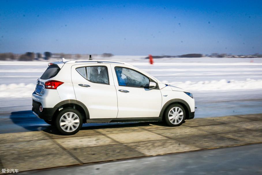 制动力分配则更加容易理解,当左侧车轮和右侧车轮与地面的附着力不同时,只有调整左右两侧的刹车力度,才能让车辆平稳地减速,这在汽油车上也是很常见的。