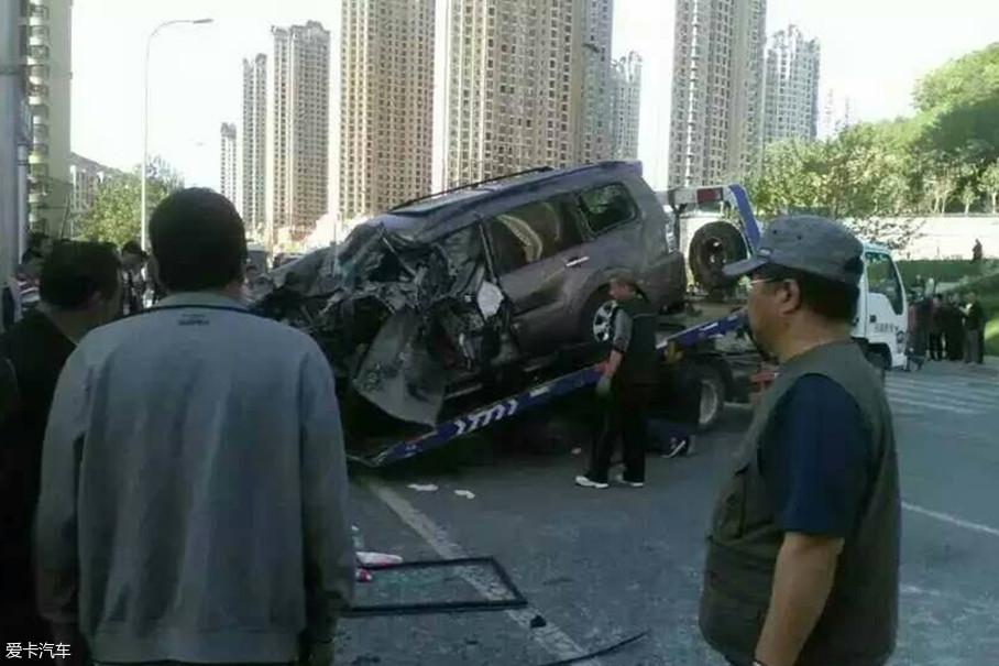 今年4月初,国内发生了多起交通事故,比如淳化的三车相撞,还有山东的撞绿岛事故等。起初交警都以为是酒驾,后来发现并不是,都是由于司机犯困造成。