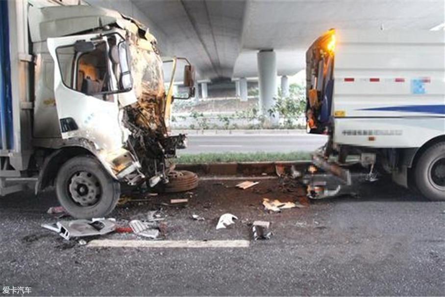 出事的司机并非都是疲劳驾驶,有的不仅一夜好眠而且还带着家人,按说应该不会出事,但是都无一例外因为一时犯困造成事故。