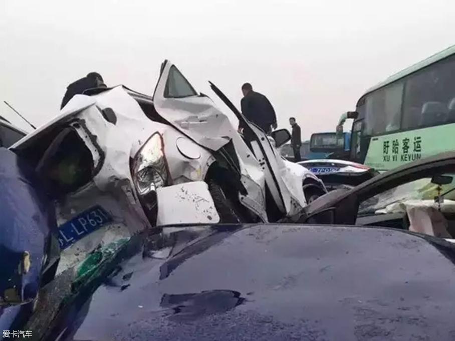 沪宁高速车祸