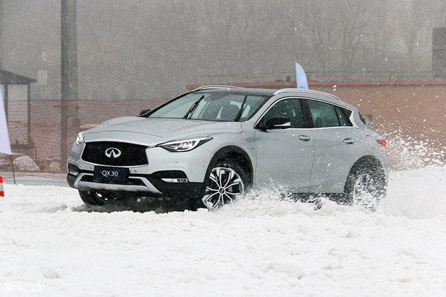 QX30冰雪试驾