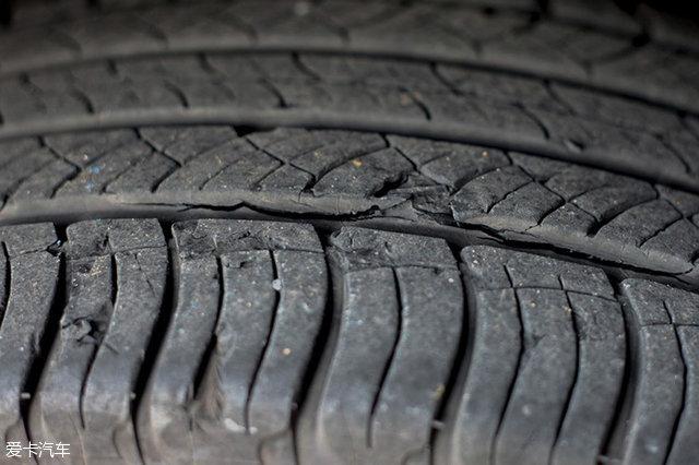 轮胎充气时爆炸