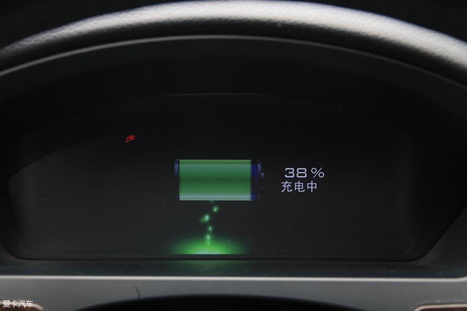 电池的寿命主要是看电池的充放电循环次数。电池经受一次充电(电量从0到100%)和放电(电量从100%到0),称为一次循环。