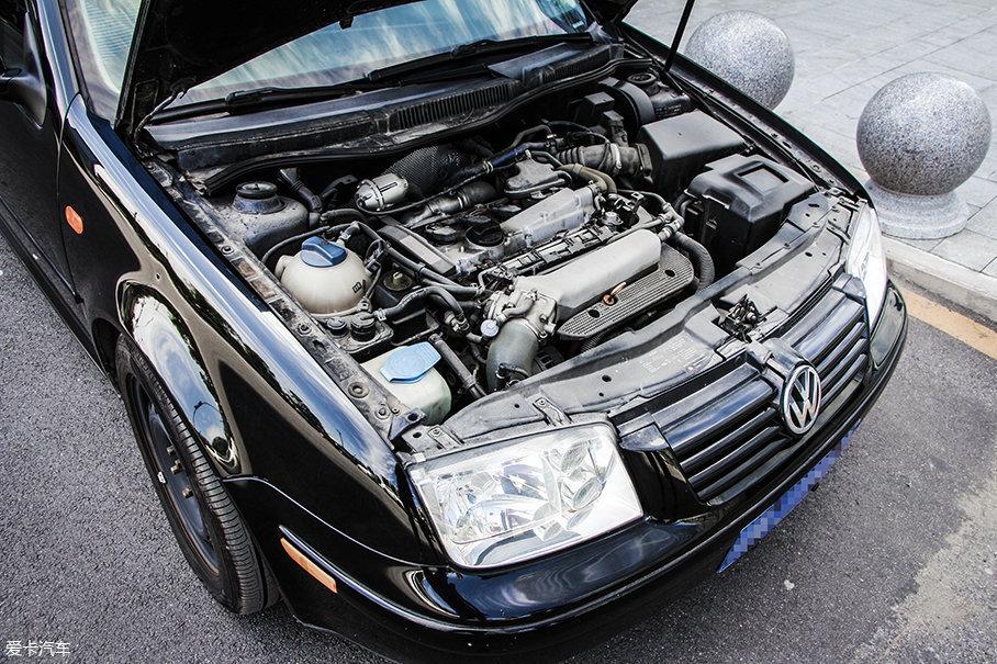 """早年涡轮增压发动机入华顺利很大程度是与大众相关。最早人们就是从宝来、帕萨特的身上开始了解到涡轮的存在。这台1.8T的发动机便是当初""""驾驶者之车""""宣传语的源头所在……"""