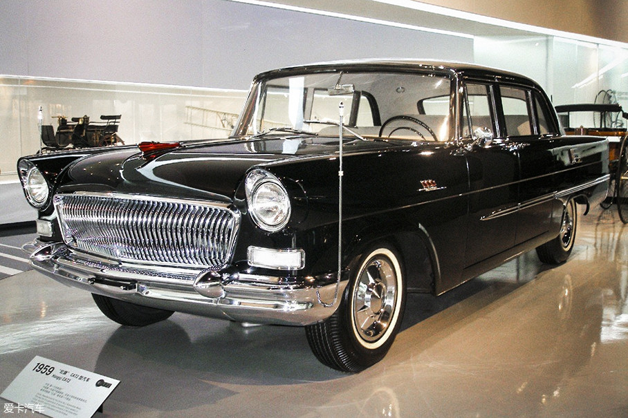 1958年下半年,为了筹备建国10周年大典,中央给第一汽车制造厂下达了制造高级轿车的命令。他们根据克莱斯勒帝国的样式打造出了CA72车型,包括内在的一台自主研发的V8发动机。