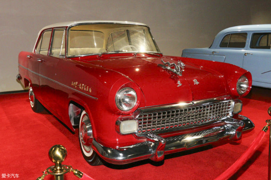 我国研发的第一台小轿车——东风CA71,下线于1958年5月,它的出现正式拉开了中国轿车事业的旗帜,历史意义不可忽视。