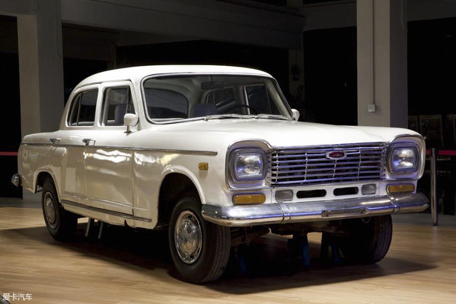 """或许人们在当年都没有想过上海汽车会在一段时间内垄断汽车市场,对于年轻的车迷来讲,""""老上海""""只是父辈口中的""""老古董"""",但它确实是我国最早最普遍的国产轿车。"""