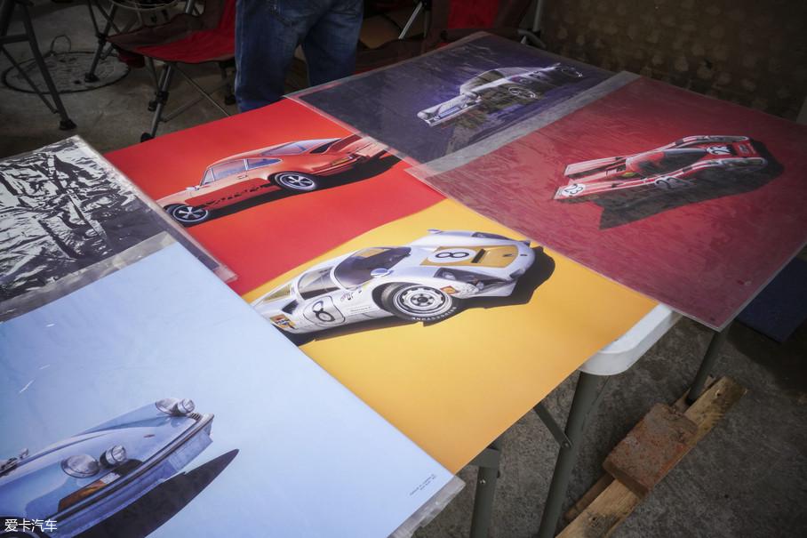 30年代,在品牌创始人费迪南德·保时捷的坚持下,位于德国斯图加特的一间汽车设计工作室成立了。1937年,由于厂房的扩建,搬至了不远处的祖文豪森,保时捷的故事也由此开始……