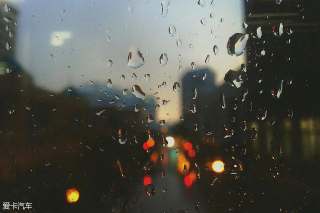 为何只有两厢车有后雨刷?