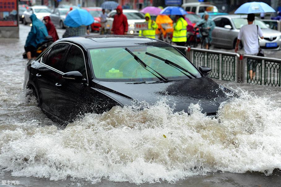 京津冀迎暴雨 注意这点可避免路上歇菜