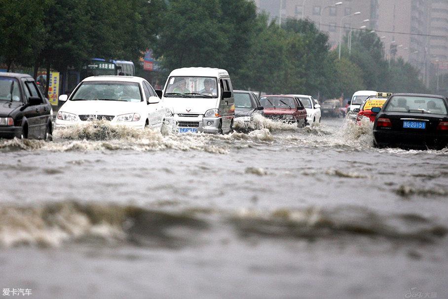 用车小百科(7) 关于雨天行车的注意事项