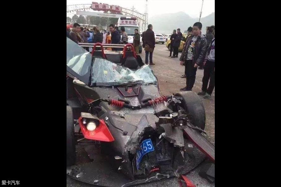 KTM X-BOW国内首撞