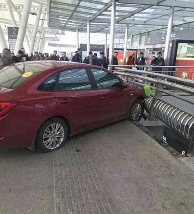 长沙机场车祸