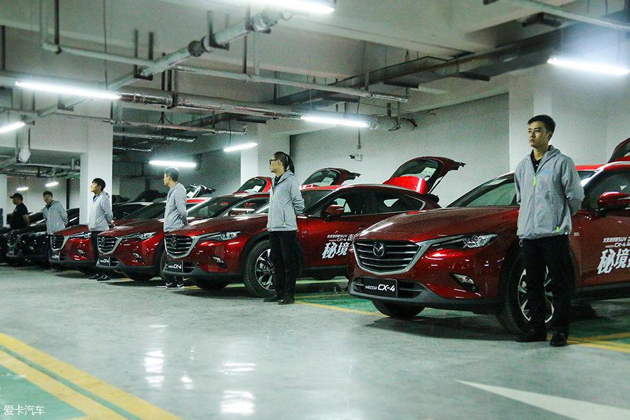 不出所料,此次活动的大部分试驾车都是CX-4的主打色——魂动红。