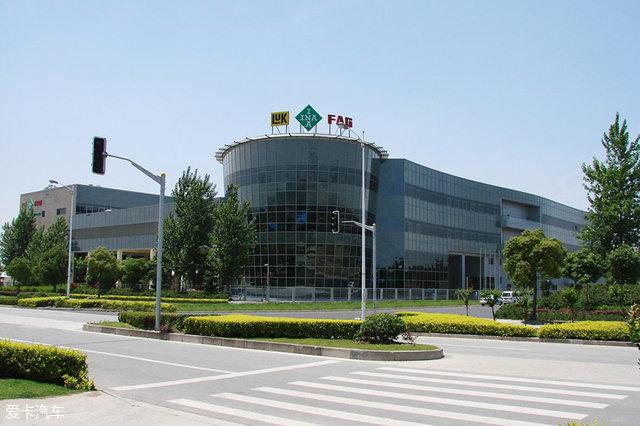 舍弗勒于1995年开始在中国投资生产,客户遍及中国汽车生产厂商,如上汽通用、上汽大众、长安福特、长城、吉利、华晨宝马等等,同时也与一、二级零部件供应商紧密合作,如大陆、博世等。