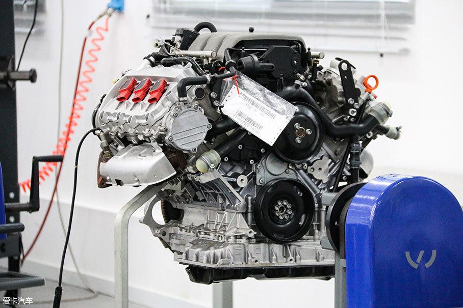 供学员学习使用的奥迪最新发动机