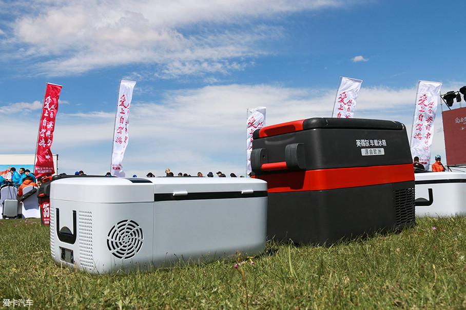 英得尔车载冰箱根据不同的自驾方式,将产品分成了休闲自驾冰箱和越野自驾冰箱两条产品线。