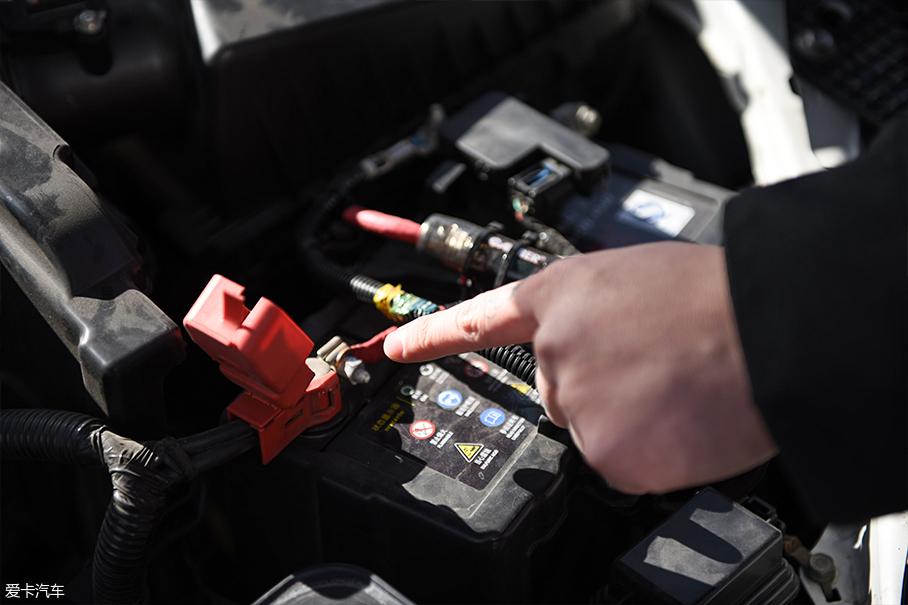 搭电救援;搭电线