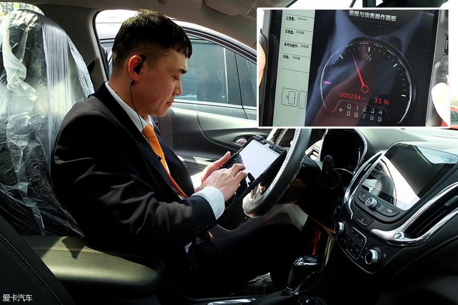 服务顾问手上的平板电脑是接替传统纸质登记单的高科技产物,对于车辆信息、油量存余能实现精准录入,还能额外记录客户的特殊需求。