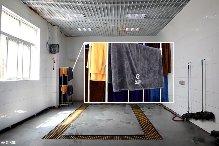 说起匠心,我们来举个例子。车工坊的洗车间不仅仅是干净点、整齐点这么简单。五颜六色的毛巾有着不同的用途,对应擦拭车身、内饰、地板等不同区域,且洗车业务只对店内维修的车辆开放。