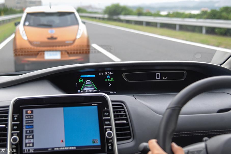 由于技术原因,ProPILOT尚且只能实现在单一车道内的自动驾驶,也就是说如果遇到斜前方变道的车辆,系统是无法进行识别的。