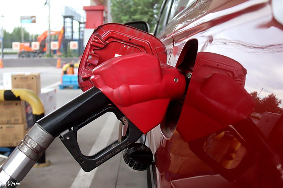 绕行环路一圈后正好回到加油站,再将油灌满至加油口,即可得出耗用油量。