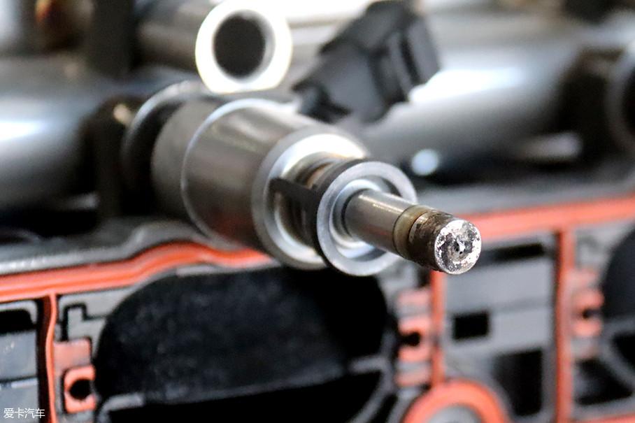不过在mg为单位的喷油量下,清洁积碳的过程如同滴水穿石,加之车主无法直观看到燃烧室内的积碳状况,完全凭主观感受判定时,心理作用便成了燃油添加剂是否奏效的唯一标准。