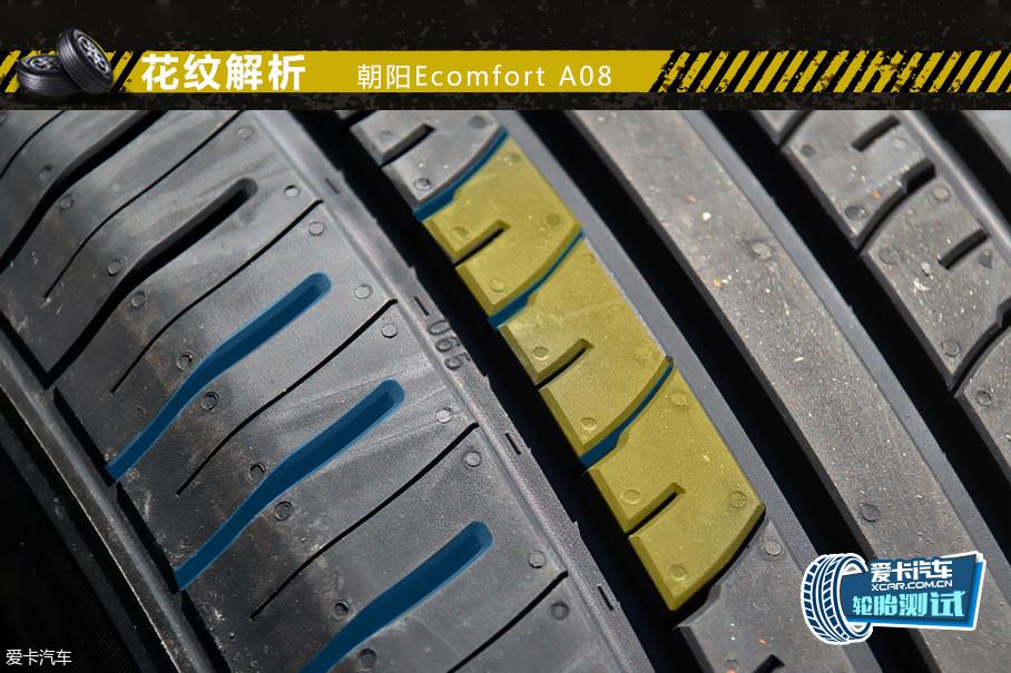 A08的花纹设计采用70-PITCH间距优化阵列设计,配合圆角主沟槽边缘,可以起到降低震动的作用,并可有效减少花纹块撞击产生的噪音与气柱共鸣,以此保证了宁静的驾驶氛围。
