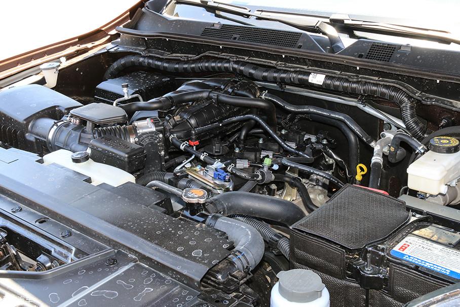 QR25这台2.5L L4自然吸气发动机在日产旗下多款车型上均有搭载,动力输出数据为135kW(184Ps)和251Nm,发动机成熟度很高。