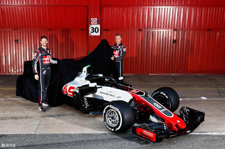 """哈斯VF-18是第一款亮相的2018赛季方程式赛车,新车采用了法拉利发动机,同时车队负责人Gunther Steiner也表示:"""" VF-18赛车是2017赛季赛车的进化版本。"""""""