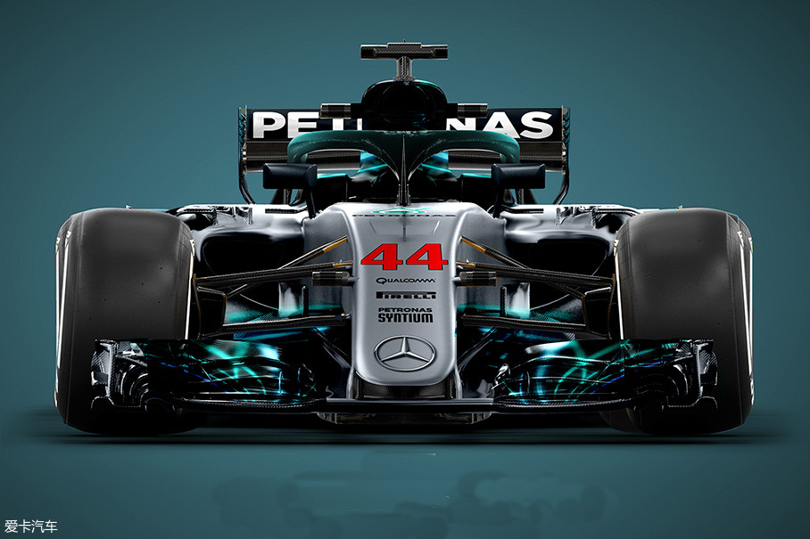 规则整体不变的前提下,梅赛德斯-AMG带来了一台全新的W09 EQ Power+方程式赛车,从设计中我们能够看到更复杂的空气动力学组件。汉密尔顿也曾表示,W09要快于之前的赛车。
