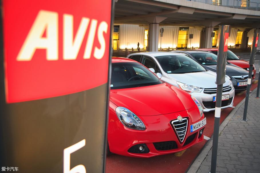 安飞士(AVIS)是由 Warren Avis于1946年第一家设置在机场的租车品牌。如今已和Hertz公司合股,并在近年和滴滴、神州等国内诸多租车公司开展了国际化业务。
