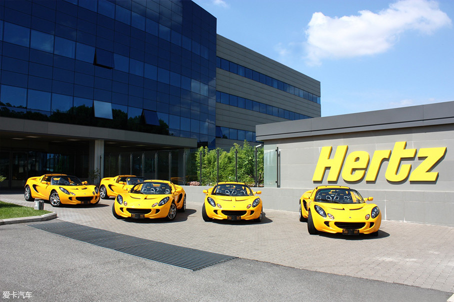 目前Hertz公司在全球范围内拥有近8000家租车门店,多数分布于各大机场、市中心、商业地段以及旅游胜地,并提供众多车型给消费者们选择。