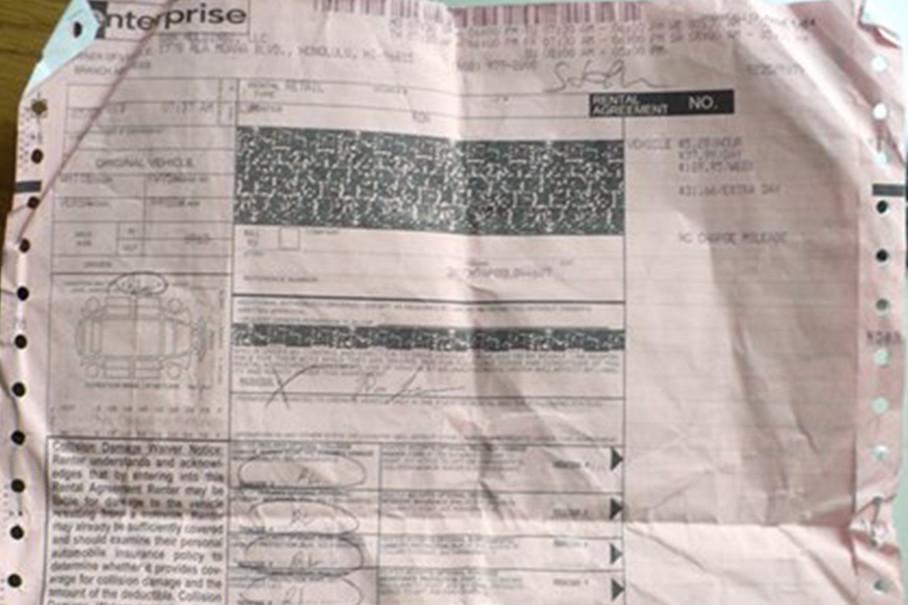离开租赁公司前切记清点文件,租赁合同(一般是一张粉色纸也就是行驶证)、保险单、个人护照及驾照(我遇到过很多人拿到车后,一激动把自己的证件遗忘在租赁公司了)。