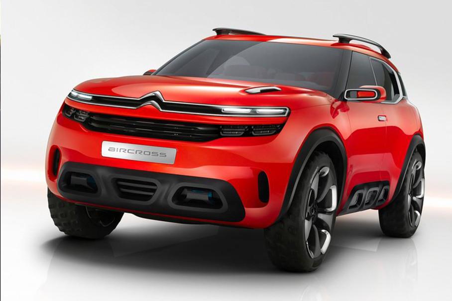近年来,雪铁龙在Thierry Metroz的领导下已经开始了设计复兴。从C6、新毕加索到其他高级别车型都表现出更强的个性。而在2015年发布的Citroen-Aircross Concept(雪铁龙天逸概念车)更成为今天主角之一天逸C5的原型。